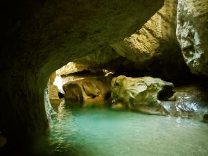 Descenso-barranco-Vero-Barranquismo-Sierra-de-Guara-Guías-de-Barrancos-Canyoning-Canyon-Guides-Mendi-eta-arroila-gidariak-Arroila-jeitsiera-16