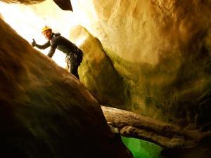Descenso-barranco-Vero-Barranquismo-Sierra-de-Guara-Guías-de-Barrancos-Canyoning-Canyon-Guides-Mendi-eta-arroila-gidariak-Arroila-jeitsiera-8