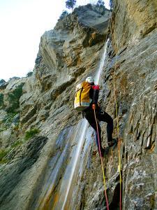 Descenso-Salto-Carpin-Barranquismo-en-Sobrarbe-Ordesa-Bujaruelo-Aínsa-Canyoning-Guías-de-Barrancos-Canyon-Guides-11
