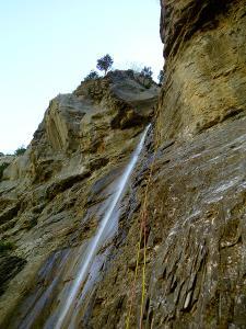 Descenso-Salto-Carpin-Barranquismo-en-Sobrarbe-Ordesa-Bujaruelo-Aínsa-Canyoning-Guías-de-Barrancos-Canyon-Guides-13