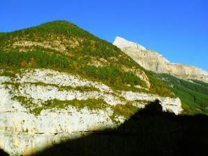 Descenso-Salto-Carpin-Barranquismo-en-Sobrarbe-Ordesa-Bujaruelo-Aínsa-Canyoning-Guías-de-Barrancos-Canyon-Guides-15