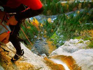 Descenso-Salto-Carpin-Barranquismo-en-Sobrarbe-Ordesa-Bujaruelo-Aínsa-Canyoning-Guías-de-Barrancos-Canyon-Guides-16