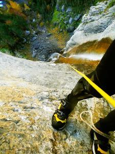 Descenso-Salto-Carpin-Barranquismo-en-Sobrarbe-Ordesa-Bujaruelo-Aínsa-Canyoning-Guías-de-Barrancos-Canyon-Guides-17