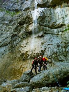 Descenso-Salto-Carpin-Barranquismo-en-Sobrarbe-Ordesa-Bujaruelo-Aínsa-Canyoning-Guías-de-Barrancos-Canyon-Guides-2