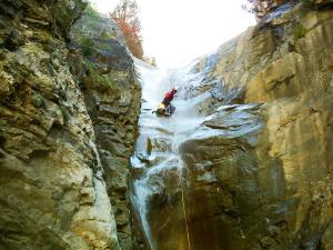Descenso-Salto-Carpin-Barranquismo-en-Sobrarbe-Ordesa-Bujaruelo-Aínsa-Canyoning-Guías-de-Barrancos-Canyon-Guides-22