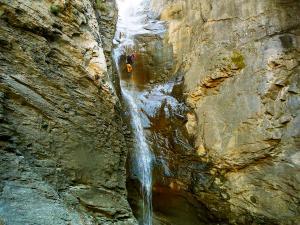 Descenso-Salto-Carpin-Barranquismo-en-Sobrarbe-Ordesa-Bujaruelo-Aínsa-Canyoning-Guías-de-Barrancos-Canyon-Guides-23
