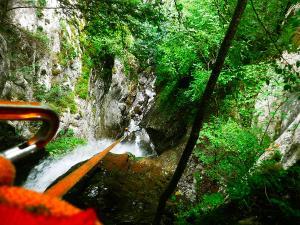 Barranco-Saratze-Barranquismo-Descenso-de-cañones-Canyoning-Iparralde-Kakueta-Holtzarte-Navarra-Guías-de-Barrancos-Canyon-Guides-1
