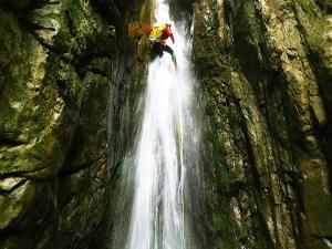 Barranco-Saratze-Barranquismo-Descenso-de-cañones-Canyoning-Iparralde-Kakueta-Holtzarte-Navarra-Guías-de-Barrancos-Canyon-Guides-12