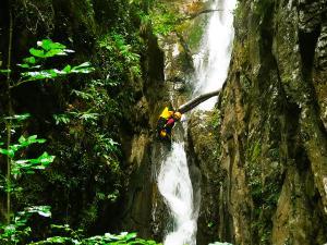 Barranco-Saratze-Barranquismo-Descenso-de-cañones-Canyoning-Iparralde-Kakueta-Holtzarte-Navarra-Guías-de-Barrancos-Canyon-Guides-13