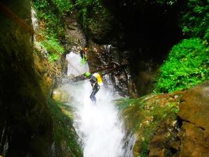 Barranco-Saratze-Barranquismo-Descenso-de-cañones-Canyoning-Iparralde-Kakueta-Holtzarte-Navarra-Guías-de-Barrancos-Canyon-Guides-15