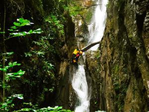 Barranco-Saratze-Barranquismo-Descenso-de-cañones-Canyoning-Iparralde-Kakueta-Holtzarte-Navarra-Guías-de-Barrancos-Canyon-Guides-7
