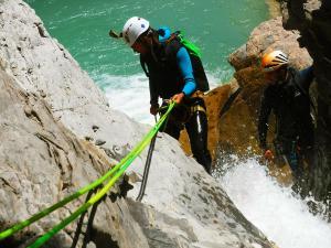 Deportes-aventura-descenso-de-cañones-Barranquismo-Pirineos-Siresa-17