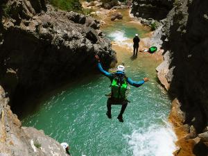 Deportes-aventura-descenso-de-cañones-Barranquismo-Pirineos-Siresa-18