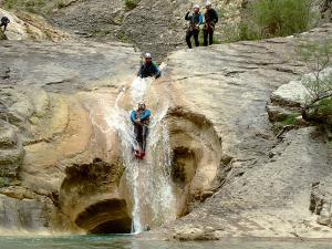 Descenso-de-cañones-barranquismo-valle-de-hecho-guías-de-montaña-y-barrancos-Mountain-and-canyon-guides-canyoning-Lurra-adventure-15