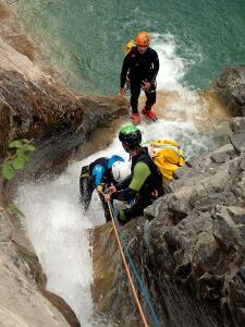 Descenso-de-cañones-barranquismo-valle-de-hecho-guías-de-montaña-y-barrancos-Mountain-and-canyon-guides-canyoning-Lurra-adventure-20
