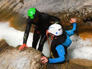 Descenso-de-cañones-barranquismo-valle-de-hecho-guías-de-montaña-y-barrancos-Mountain-and-canyon-guides-canyoning-Lurra-adventure-36