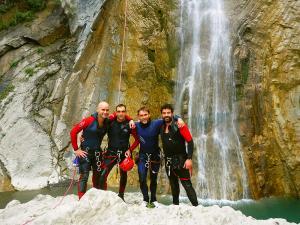Garganta-SORROSAL-Barranquismo-en-Sobrarbe-Ordesa-Bujaruelo-Aínsa-Canyoning-Guías-de-Barrancos-Canyon-Guides-1