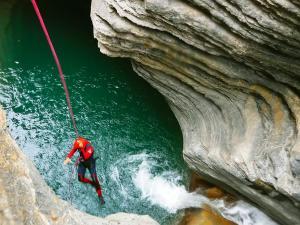 Garganta-SORROSAL-Barranquismo-en-Sobrarbe-Ordesa-Bujaruelo-Aínsa-Canyoning-Guías-de-Barrancos-Canyon-Guides-11