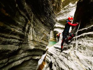 Garganta-SORROSAL-Barranquismo-en-Sobrarbe-Ordesa-Bujaruelo-Aínsa-Canyoning-Guías-de-Barrancos-Canyon-Guides-12
