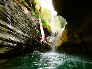 Garganta-SORROSAL-Barranquismo-en-Sobrarbe-Ordesa-Bujaruelo-Aínsa-Canyoning-Guías-de-Barrancos-Canyon-Guides-14