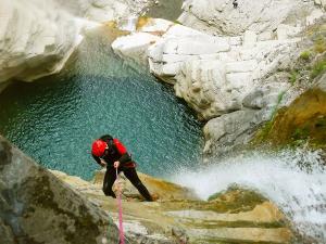 Garganta-SORROSAL-Barranquismo-en-Sobrarbe-Ordesa-Bujaruelo-Aínsa-Canyoning-Guías-de-Barrancos-Canyon-Guides-9