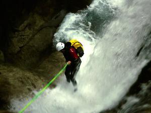 Sussoueou-Barranquismo-Valle-de-Tena-Valle-de-Ossau-Descenso-de-cañones-barranquismo-valle-de-hecho-guías-de-montaña-y-barrancos-Mountain-and-canyon-guides-canyoning-Lurra-adventure-13