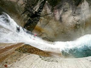 Sussoueou-Barranquismo-Valle-de-Tena-Valle-de-Ossau-Descenso-de-cañones-barranquismo-valle-de-hecho-guías-de-montaña-y-barrancos-Mountain-and-canyon-guides-canyoning-Lurra-adventure-21