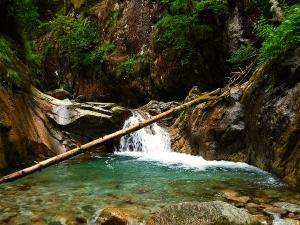 Sussoueou-Barranquismo-Valle-de-Tena-Valle-de-Ossau-Descenso-de-cañones-barranquismo-valle-de-hecho-guías-de-montaña-y-barrancos-Mountain-and-canyon-guides-canyoning-Lurra-adventure-4