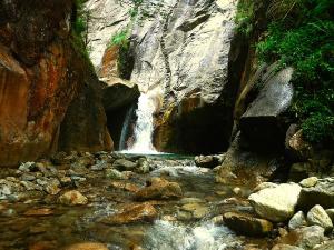 Sussoueou-Barranquismo-Valle-de-Tena-Valle-de-Ossau-Descenso-de-cañones-barranquismo-valle-de-hecho-guías-de-montaña-y-barrancos-Mountain-and-canyon-guides-canyoning-Lurra-adventure-5