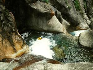 Sussoueou-Barranquismo-Valle-de-Tena-Valle-de-Ossau-Descenso-de-cañones-barranquismo-valle-de-hecho-guías-de-montaña-y-barrancos-Mountain-and-canyon-guides-canyoning-Lurra-adventure-7