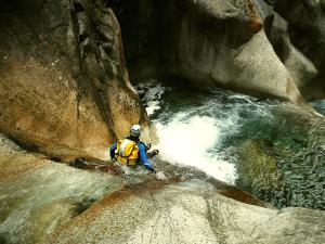 Sussoueou-Barranquismo-Valle-de-Tena-Valle-de-Ossau-Descenso-de-cañones-barranquismo-valle-de-hecho-guías-de-montaña-y-barrancos-Mountain-and-canyon-guides-canyoning-Lurra-adventure-8