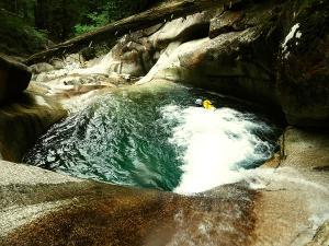 Sussoueou-Barranquismo-Valle-de-Tena-Valle-de-Ossau-Descenso-de-cañones-barranquismo-valle-de-hecho-guías-de-montaña-y-barrancos-Mountain-and-canyon-guides-canyoning-Lurra-adventure-9