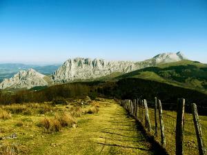 Senderismo-temático-Parque-Natural-de-Urkiola-Basque-Mountains-Mountain-Guides-31jpg