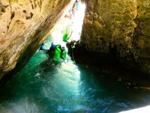 Barranco-Viandico-Barranquismo-en-Sobrarbe-Ordesa-Bujaruelo-Aínsa-Canyoning-Guías-de-Barrancos-Canyon-Guides-12