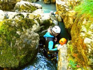 Barranco-Viandico-Barranquismo-en-Sobrarbe-Ordesa-Bujaruelo-Aínsa-Canyoning-Guías-de-Barrancos-Canyon-Guides-3