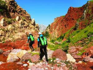 Zapironcho-Zapirontxo-Barranco-Jardin-Descenso-de-cañones-barranquismo-valle-de-hecho-guías-de-montaña-y-barrancos-Mountain-and-canyon-guides-canyoning-Lurra-adventure-1