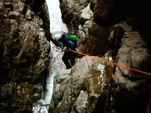 Zapironcho-Zapirontxo-Barranco-Jardin-Descenso-de-cañones-barranquismo-valle-de-hecho-guías-de-montaña-y-barrancos-Mountain-and-canyon-guides-canyoning-Lurra-adventure-10jpg