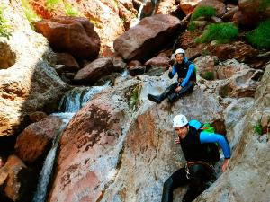 Zapironcho-Zapirontxo-Barranco-Jardin-Descenso-de-cañones-barranquismo-valle-de-hecho-guías-de-montaña-y-barrancos-Mountain-and-canyon-guides-canyoning-Lurra-adventure-2