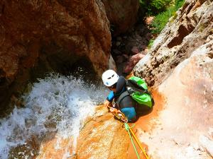 Zapironcho-Zapirontxo-Barranco-Jardin-Descenso-de-cañones-barranquismo-valle-de-hecho-guías-de-montaña-y-barrancos-Mountain-and-canyon-guides-canyoning-Lurra-adventure-4