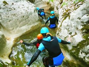 Artazul-Descenso-de-cañones-barranquismo-Euskadi-Pais-Vasco-Navarra-deportes-aventura-guías-de-barrancos-Arroil-Gidariak-5