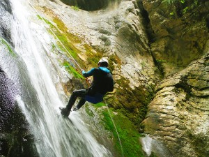 Artazul-Descenso-de-cañones-barranquismo-Euskadi-Pais-Vasco-Navarra-deportes-aventura-guías-de-barrancos-Arroil-Gidariak-6