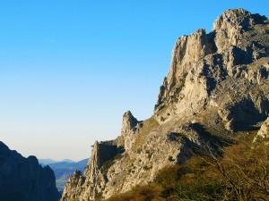Ascension-Aitz-Txiki-deporte-aventura-parque-natural-urkiola-turismo-activo-pais-vasco-euskadi-basque-country-trekking-rutas-guiadas-3