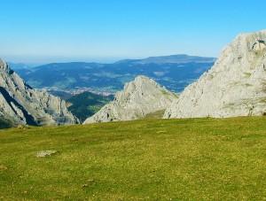 Ascension-Aitz-txiki-deporte-aventura-parque-natural-urkiola-turismo-activo-pais-vasco-euskadi-basque-country-trekking-rutas-guiadas-0