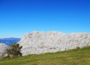 Ascension-Alluitz-deporte-aventura-parque-natural-urkiola-turismo-activo-pais-vasco-euskadi-basque-country-trekking-2