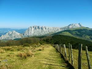 Ascension-Saibi-Saibigain-deporte-aventura-parque-natural-urkiola-turismo-activo-pais-vasco-euskadi-basque-country-trekking-rutas-guiadas-1