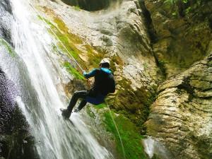Barranquismo-Arroila-Jeitsiera-Canyoning-Nivel3-Pirineos-Pirinioak-Pyrenees-CanyonGuides-ArroilaGidariak-GuiasBarranquismo-10
