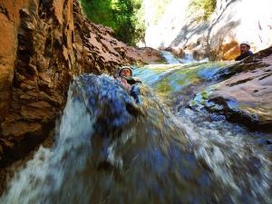 Deportes-aventura-descenso-de-cañones-barranquismo-pirineos-turismo-activo-euskadi-pais-vasco- Descenso Boca del Infierno