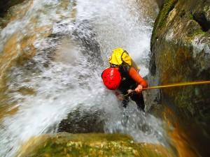 Descenso-de-cañones-Barranquismo-Intermedio-Diablozulo-Navarra-Aventura-Guías-de-barranquismo-Arroila-Gidariak-Canyoning-Guides