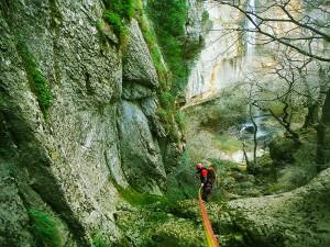 Descenso-de-cañones-Barranquismo-Intermedio-Lizebar-Pais-Vasco-Euskadi-Navarra-Aventura-Guías-de-barranquismo-Arroila-Gidariak-Canyoning-guides
