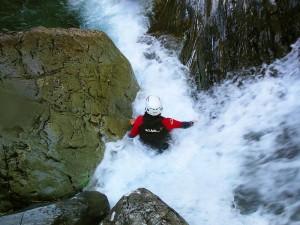 Descenso-de-cañones-barranquismo-valle-de-echo-pirineos-deportes-de-aventura-aguaslimpias-12